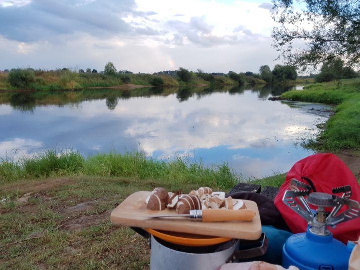 Pause mit Pilzen: Leonie Wolf bereitete sich ihr Essen auf einem Campingkocher zu