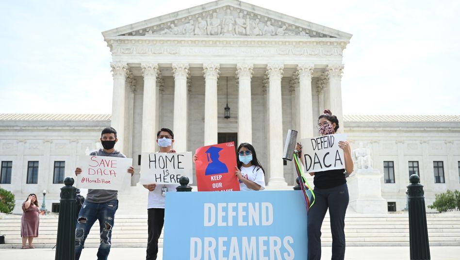 Demonstranten vor dem Obersten Gerichtshof in Washington D.C.