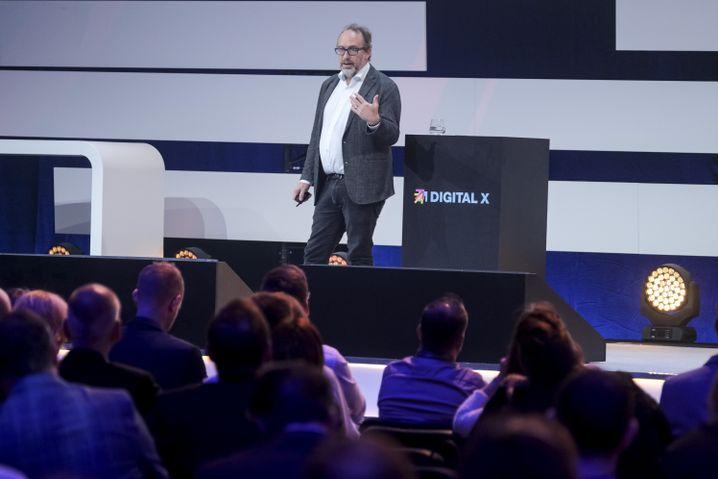 """Jimmy Wales auf der """"Digital X"""" in Köln"""