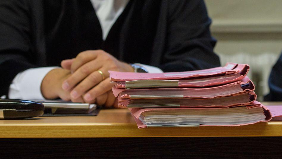 Einige Richter kommen mit der Arbeit kaum hinterher (Symbolbild).