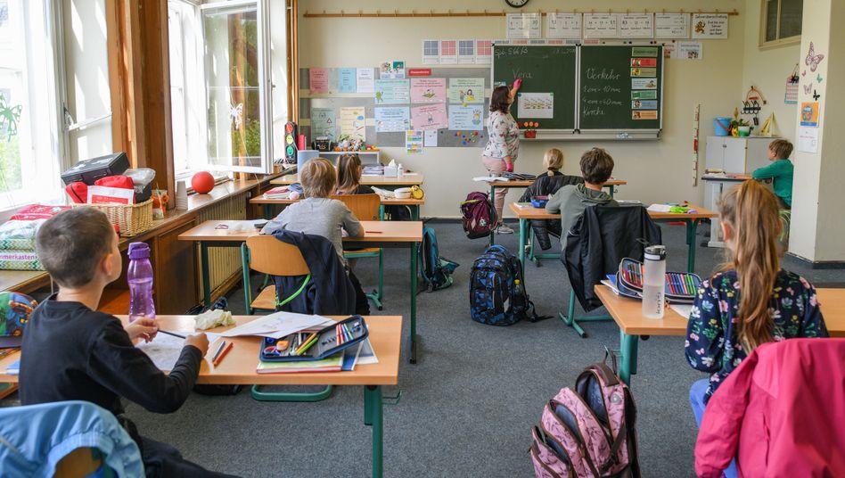 Grundschüler in der Notbetreuung - Unterricht nur mit Abstand