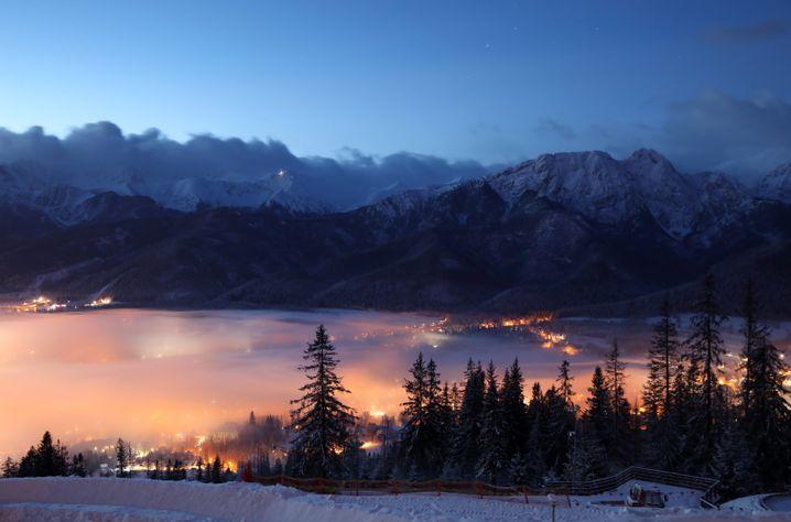 Dichter Nebel über dem Wintersportort Zakopane (Foto vom Mittwoch)