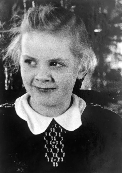 Wilma Hilbert zur Zeit des Kriegsendes. Sie wurde Lehrerin und lebt heute in Potsdam