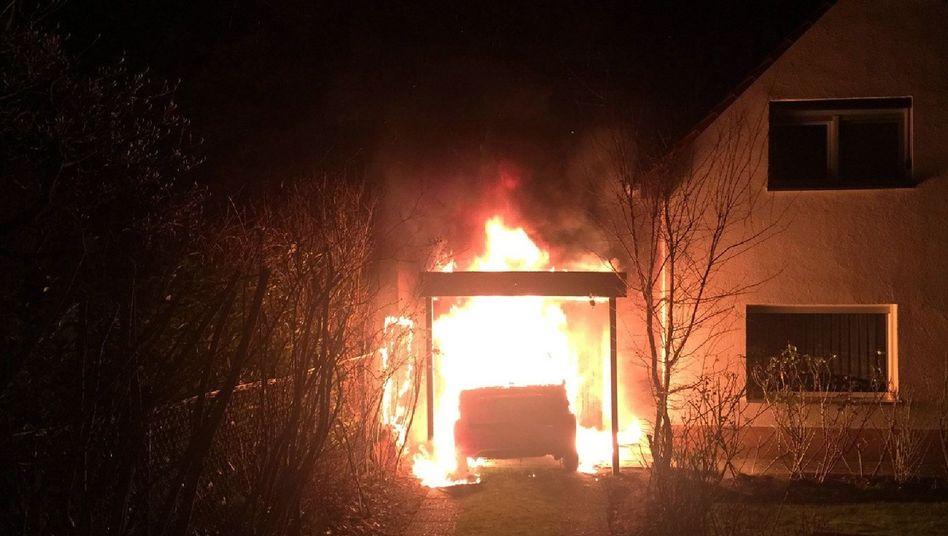 Brennendes Fahrzeug in der Garage von Linken-Politiker Ferat Kocak
