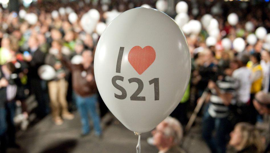 """Demonstration von Stuttgart-21-Befürwortern: """"Kartell"""" oder Pioniere des Fortschritts?"""