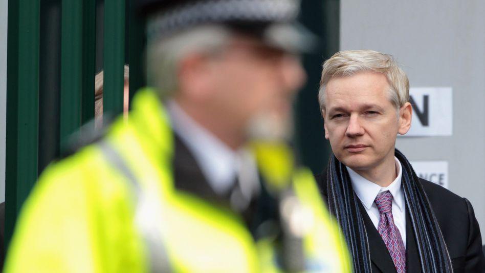 """Julian Assange beim Verlassen des Gerichts: """"Exzellente Gegenargumente"""""""