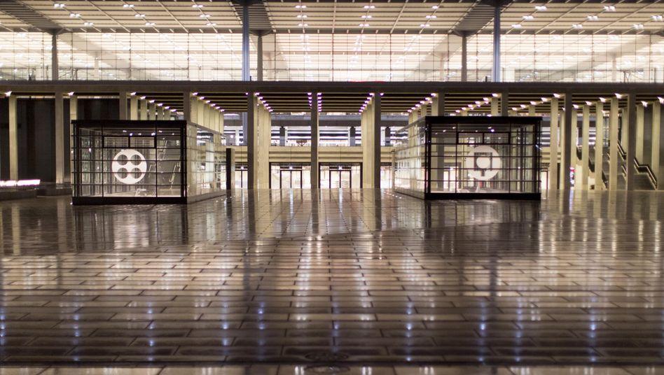 Flughafenbaustelle in Schönefeld: Busse im Depot