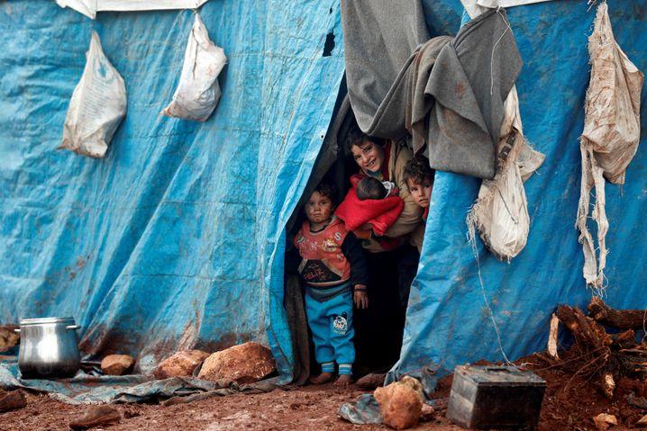 Kinder in einem Camp in der Provinz Idlib: Lieferketten sind abgebrochen