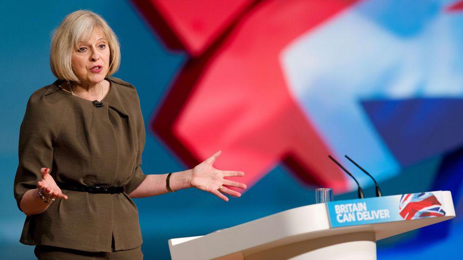 """Innenministerin May: """"Haltung ist gegenwärtig, dass wir aussteigen werden"""""""
