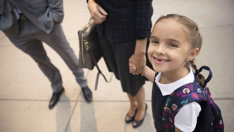 Mutter, Vater, Kind: In immer mehr Familien mit kleinem Kind arbeiten beide Eltern