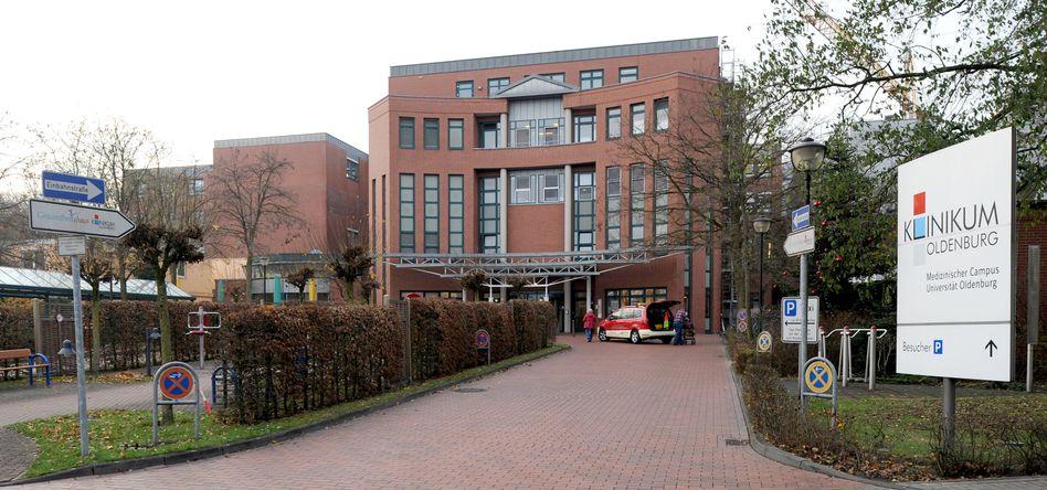 Der Haupteingang des Klinikums Oldenburg: Den Patientenmörder nicht gestoppt