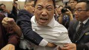 Schlägerei im Parlament von Hongkong