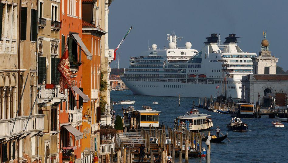 Neue Regelungen für Kreuzfahrtschiffe in Venedig: viel Lärm um nichts