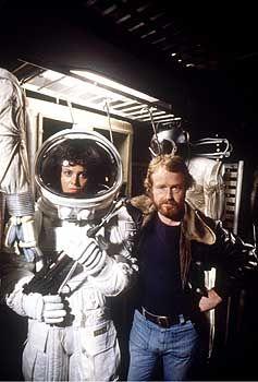 """""""Alien"""" Regisseur Ridley Scott, r., Weaver (1979): """"Man soll niemals nie sagen"""""""