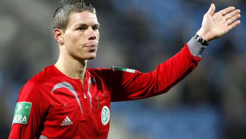 """Schiedsrichter Kempter (Archivbild): """"Immer sehr gern Bayern-Spiele gepfiffen"""""""