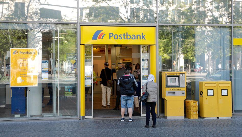 Postbank-Filiale in Frankfurt: Das BGH-Urteil gegen die Tochter der Deutschen Bank hat Strahlkraft für die gesamte Branche
