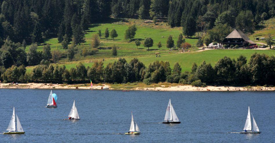 Segelschiffe auf dem Schluchsee: Beliebter Urlaubsort im Schwarzwald.