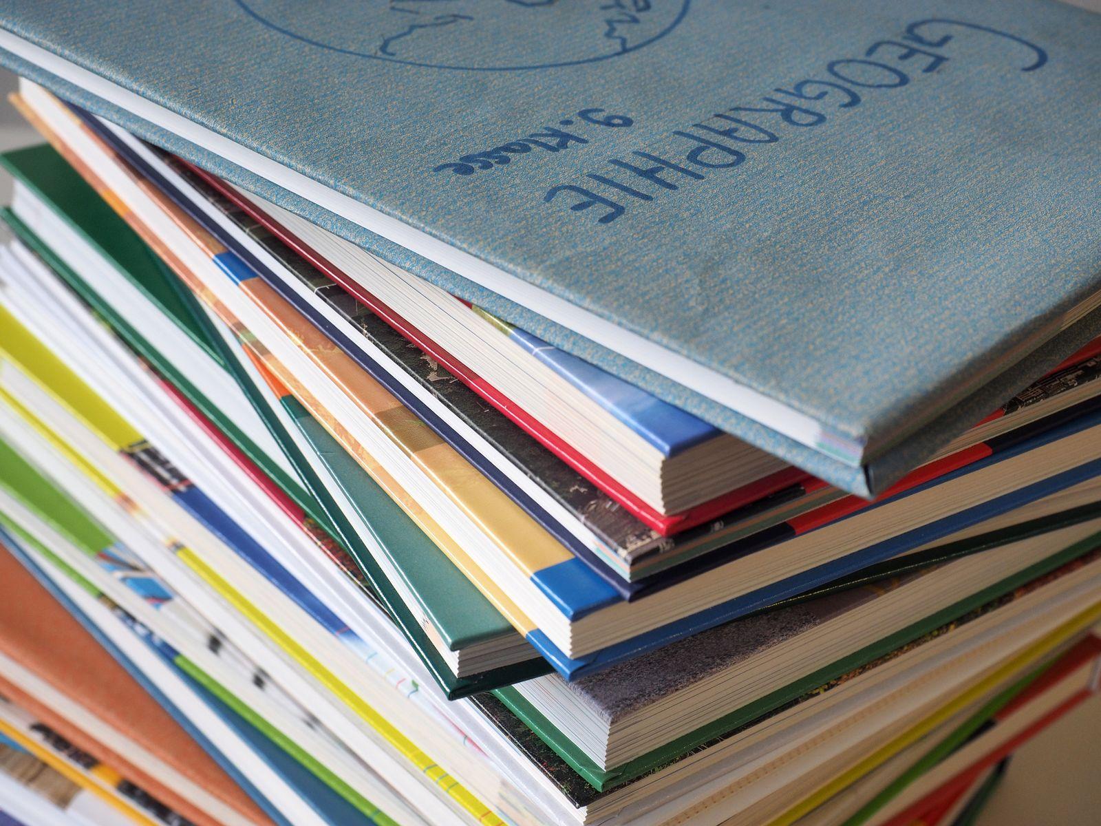 EINMALIGE VERWENDUNG Schulbücher