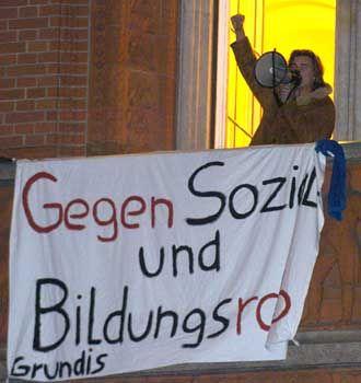 In der Hand der Studenten: Berlins Rotes Rathaus