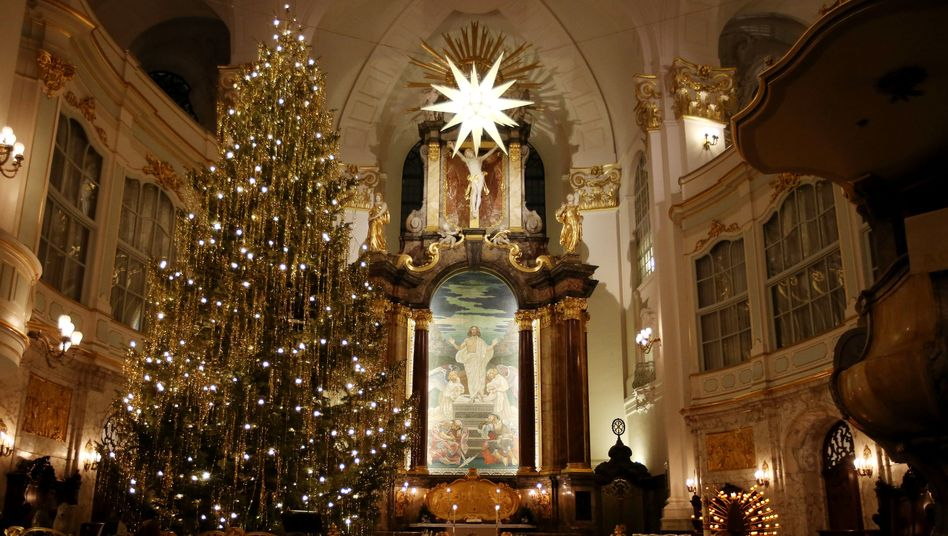 Wird auch an Weihnachten erleuchtet sein: St. Michaelis in Hamburg
