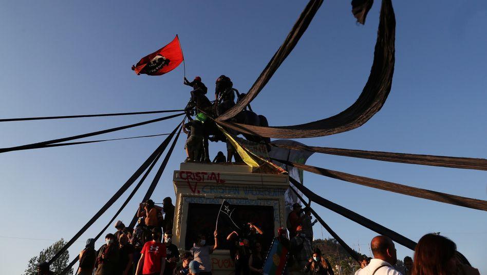 """Demonstranten in Santiago de Chile: """"Den Druck auf der Straße aufrechterhalten"""""""