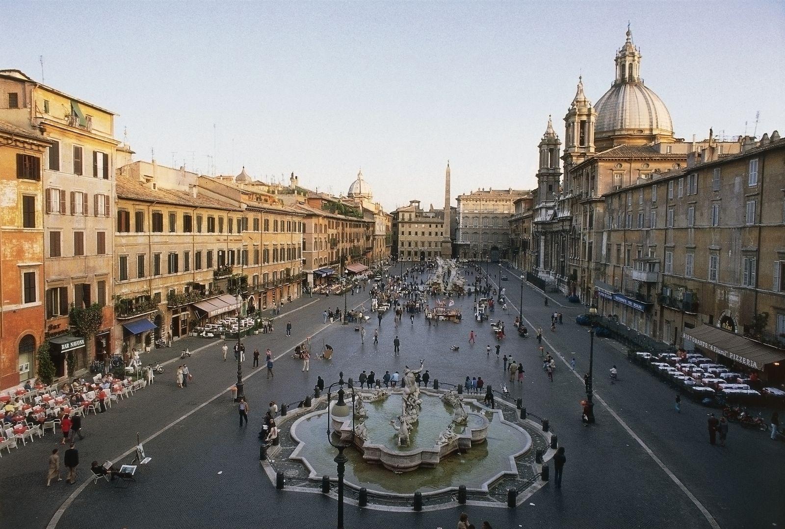 EINMALIGE VERWENDUNG Rom Kulturdenkmal / Piazza Navona with the Fountain