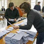 Wahllokal in Zürich: Die Stimmauszählung läuft auf Hochtouren