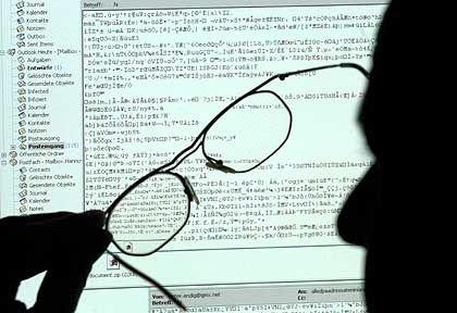 Was ist hier los? Ob ein Rechner befallen ist oder nicht, bekommt der normale Nutzer im Fall Conficker gar nicht mit, bis der Wurm irgendwann aktiviert wird