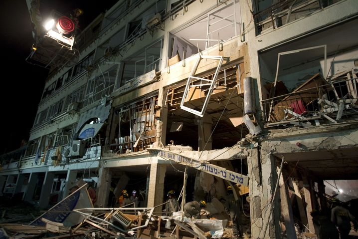 Zerstörtes Gebäude in Tel Aviv (2011): Terroranschläge in Israel