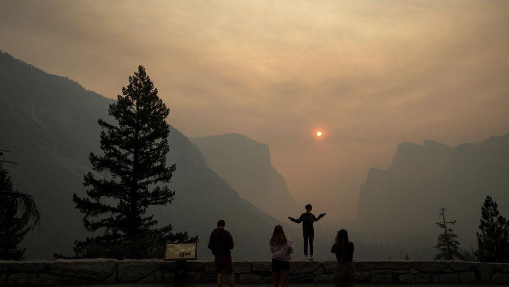 Kalifornien: Feuer und Rauch im Yosemite-Tal