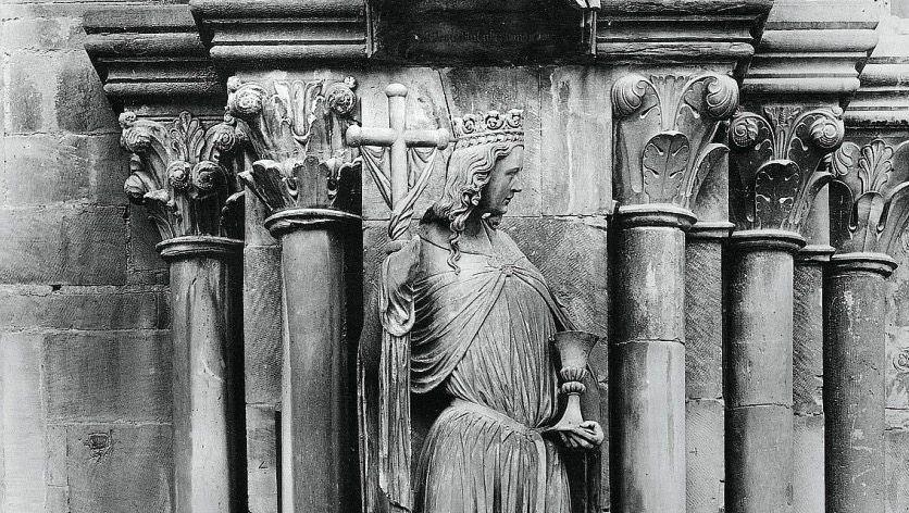 Abgrenzung: In oder an vielen Kirchen, wie hier am Straßburger Münster, stehen sich Ecclesia (die Kirche, hier zu sehen) und Synagoge als allegorische Frauenfiguren gegenüber.