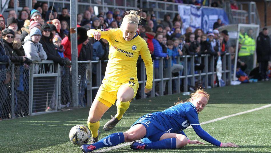 17. März 2019 - Adelina Engman vom FC Chelsea und Kathryn Hill vom FC Durham