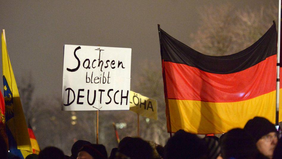 Pegida-Demonstranten in Dresden: Wieder Tausende Menschen