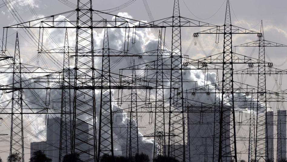 Strommasten vor RWE-Kohlekraftwerk: Schwankungen im Netz