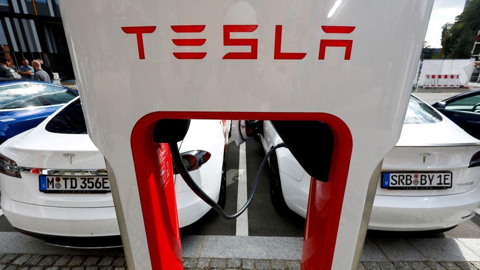 Ladestation von Tesla in Berlin: Mehr als 25.000 Stromtankstellen