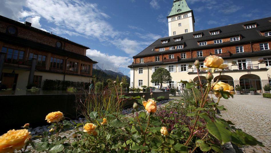 Schöne Kulisse, harte Themen: Auf Schloss Elmau will man über Krisen, Kriege, Krankheiten sprechen
