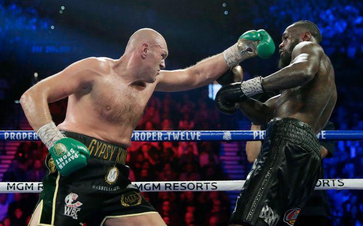 Tyson Fury (l.) beim Kampf gegen Deontay Wilder