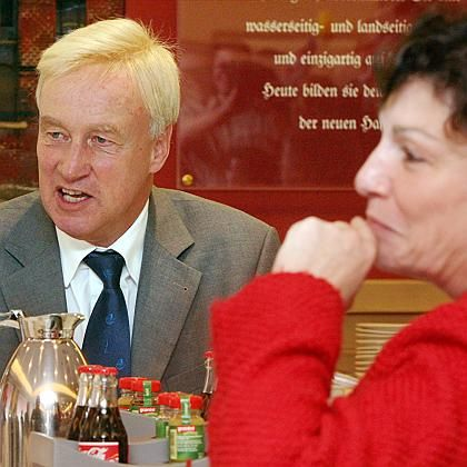 "Hamburg mayor Ole von Beust, a Christian Democrat, has found ""common ground"" with Green leader Christa Goetsch."