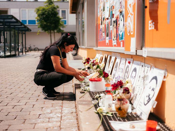 Serpil Temiz vor der Arena Bar in Hanau: Straßen, die Ferhat Unvar gelaufen ist