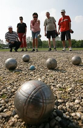 Pétanque fans around the world, like these German players, can now enjoy a glass of pastis even during competition.
