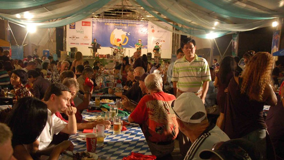 Oktoberfest in Phnom Penh: Polonäse, Knödel und eine Maß Bier