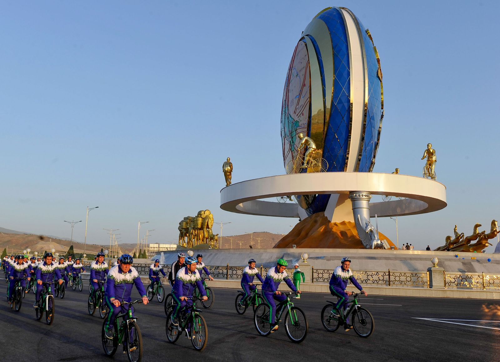 TOPSHOT-TURKMENISTAN-CYCLE-MONUMENTS