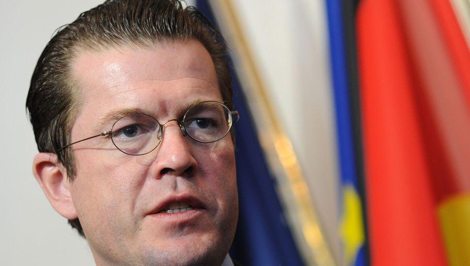 Minister Guttenberg: Hat der CSU-Politiker bei seiner Doktorarbeit getäuscht?