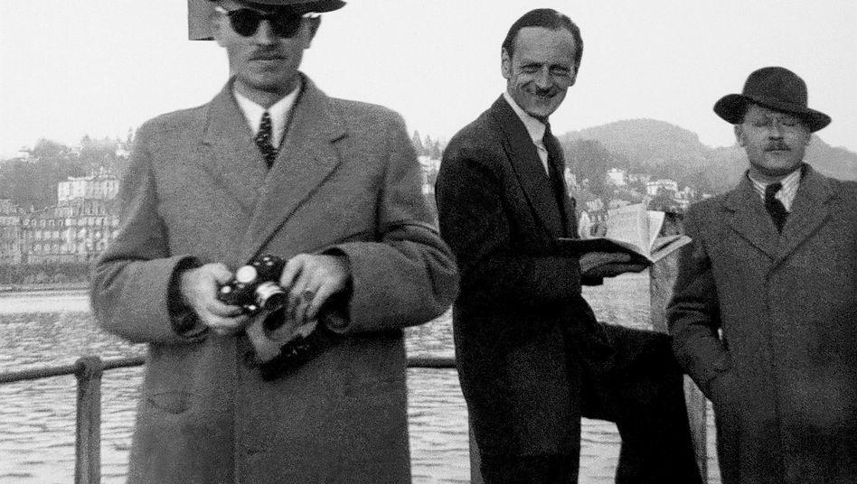 Agent Gehlen (l.), US-Verbindungsoffizier (r.) in Luzern um 1948