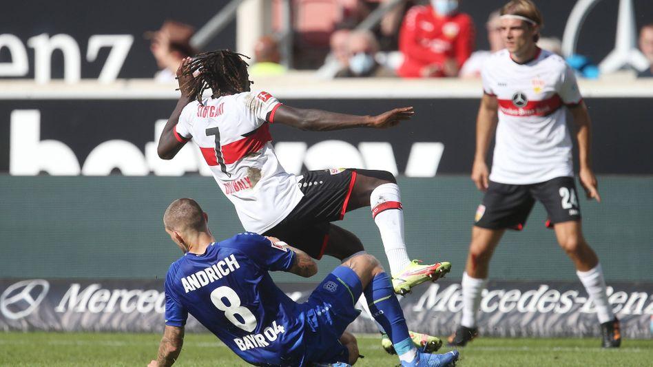 Robert Andrich (l.) mit Tor und Platzverweis Nummer eins für Bayer Leverkusen