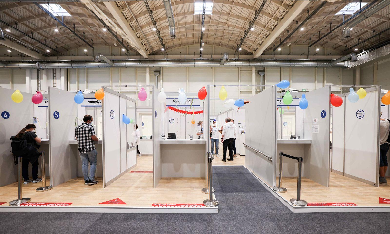 Coronavirus - Hamburger Impfzentrum in den Messehallen schließt
