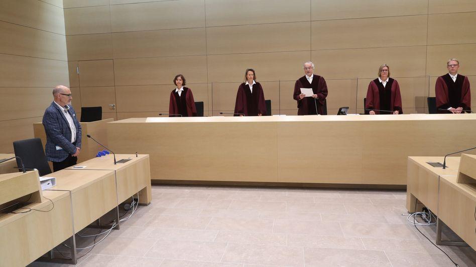 Die Richter am Bundesgerichtshof sprachen dem Kläger Herbert Gilbert (links) Schadensersatz zu - er muss sich aber die mit seinem VW Sharan gefahrenen Kilometer anrechnen lassen
