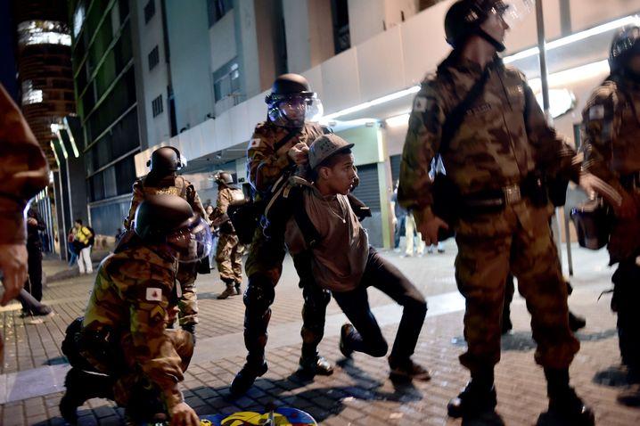 Festnahme bei Protestaktion in Belo Holizonte