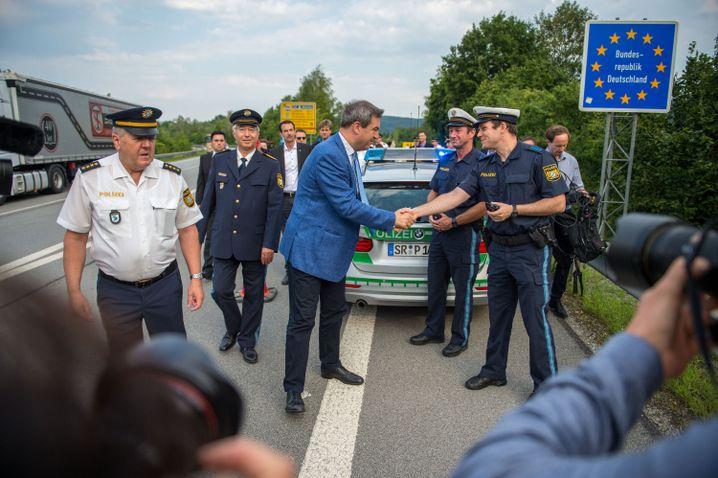Bayerns Ministerpräsident beim Start der Kontrollen der neuen Grenzpolizei