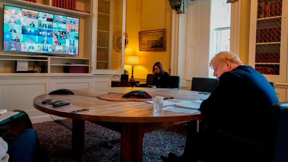 Boris Johnson am 26. März in 10 Downing Street, er nahm an der Videoschalte mit G20-Staatschefs teil